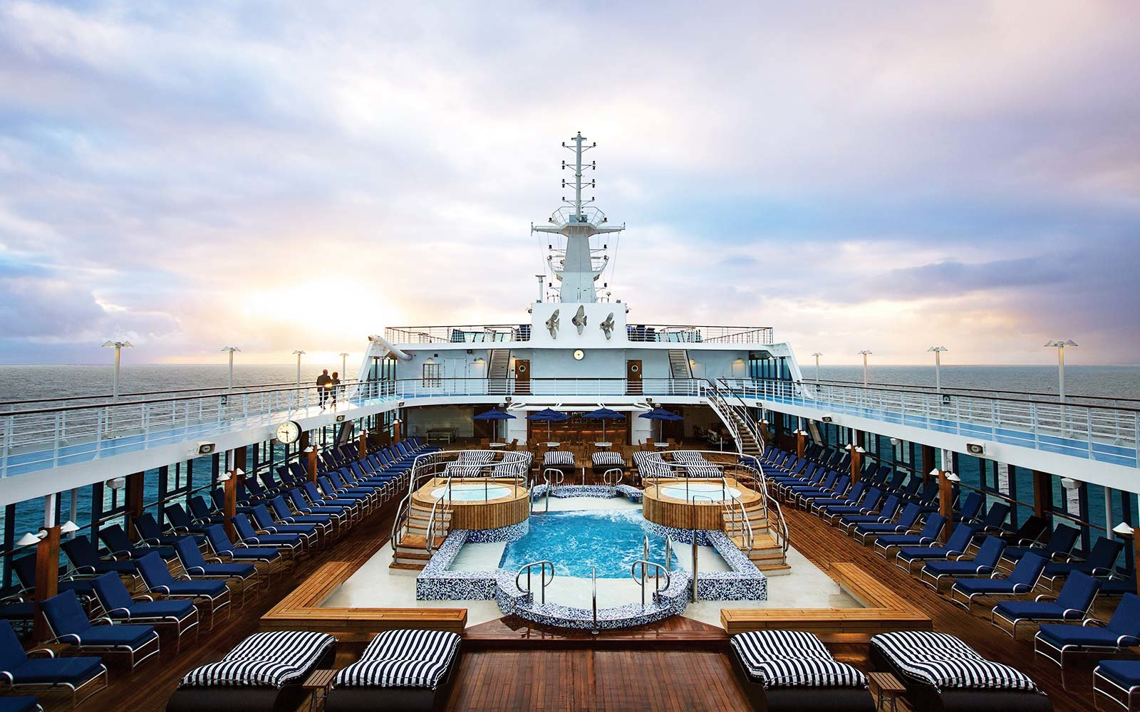 Explore The Beauty Of Caribbean: The 10 World's Best Large-ship Ocean Cruise Lines In 2017