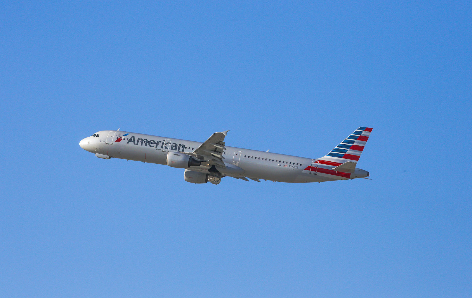 LOS ANGELES, CA - OCTOBER 03: American Airlines Airbus A321 taking off from LAX on October 03, 2016 in Los Angeles, California.  (Photo by FG/Bauer-Griffin/GC Images)