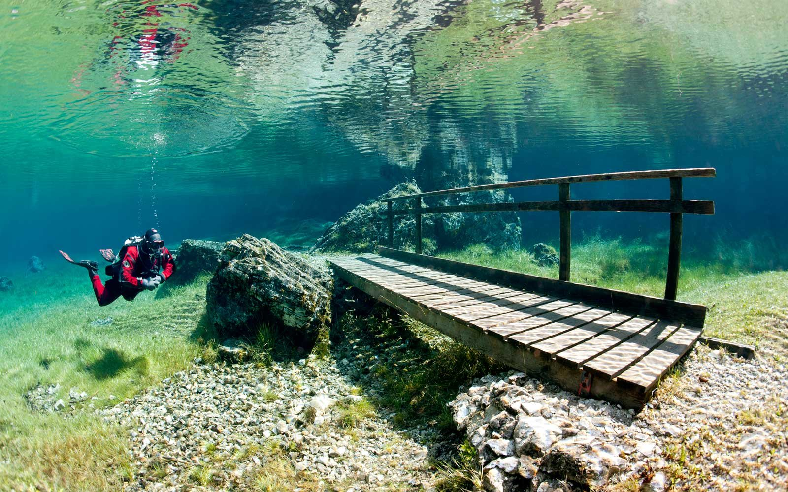Austria's Magical Green Lake 'Disappears' in the Winter ...