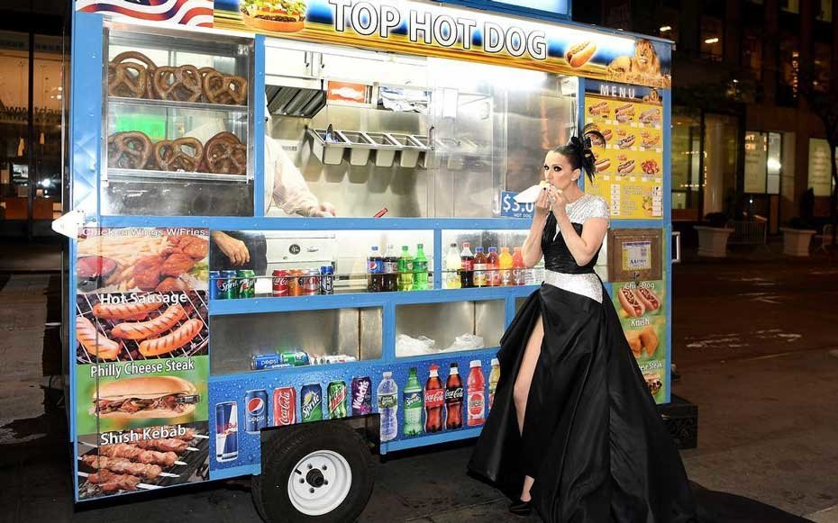 Celine Dion Eats A Hot Dog