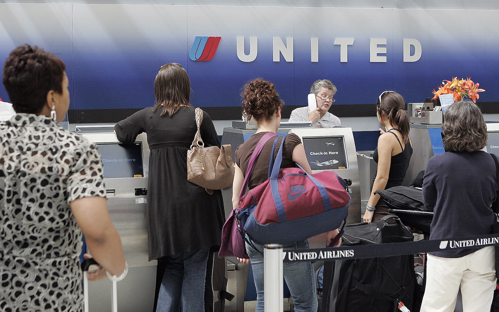 Passengers wait in line for a ticket agent inside the United Airlines terminal at O'Hare International Airport Chicago, Illinois Wednesday June 20, 2007. Photographer:Frank Polich/Bloomberg News