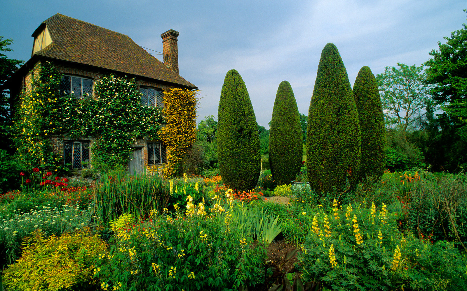 Sissinghurst's garden was created in the 1930s by Vita Sackville-West, poet and gardening writer, and her husband Harold Nicolson, author and diplomat.