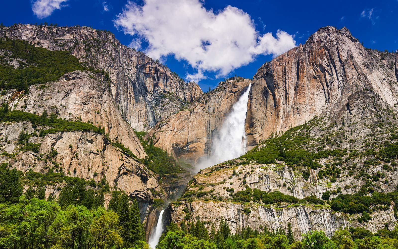 Yosemite Falls in Yosemite National Park