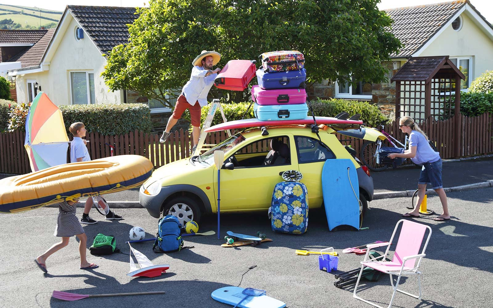 Family packing car vacation planning