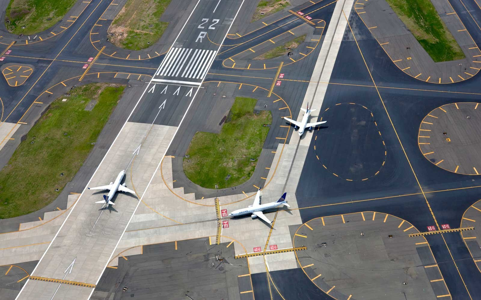 The Difference Between Direct and Nonstop Flights (Video)
