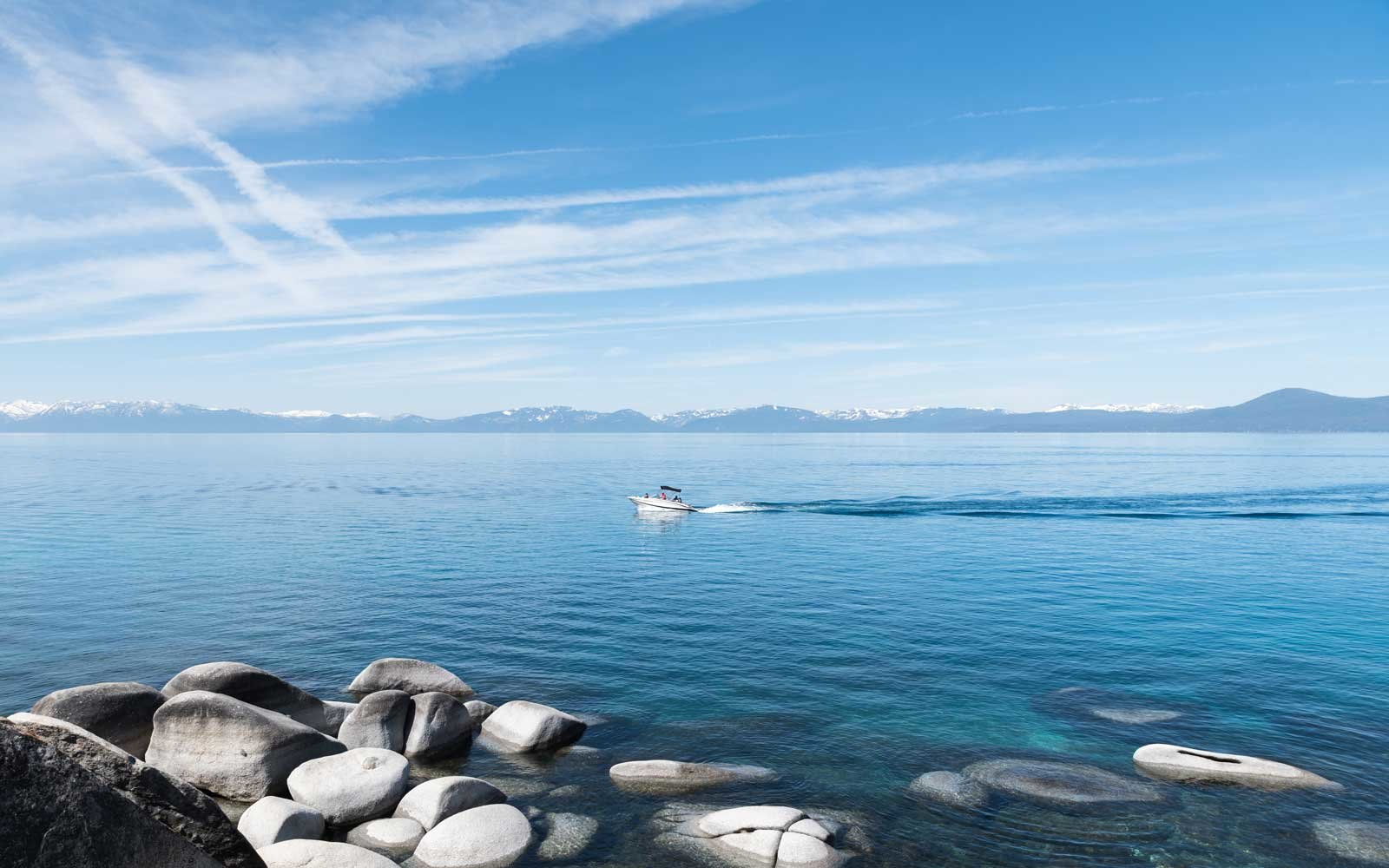Speedboat goes through the Lake Tahoe waters