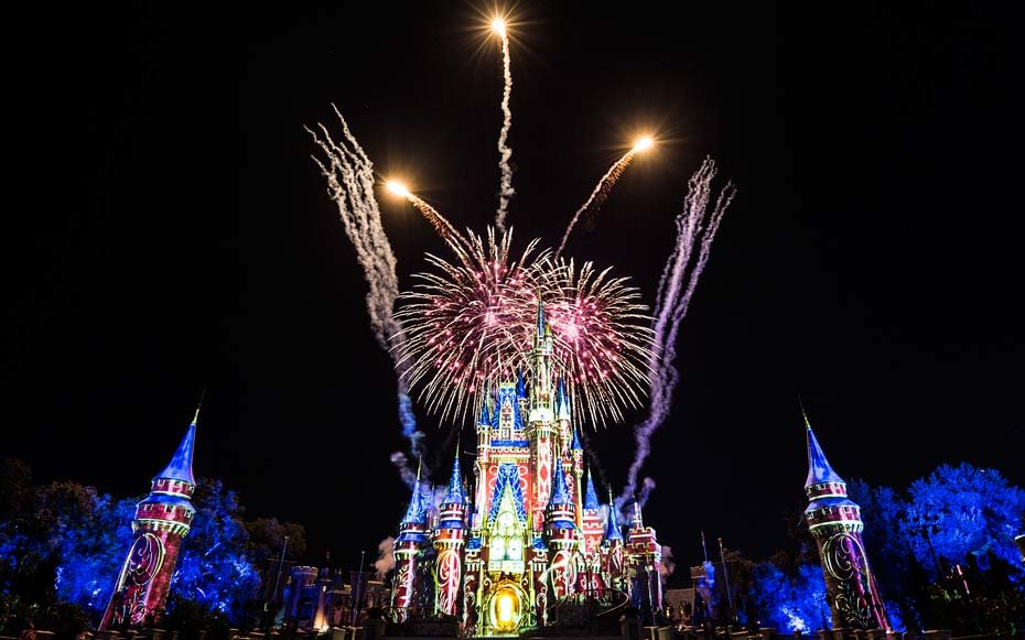 Prepare to freak out over the '90s classics in Disney's new fireworks show