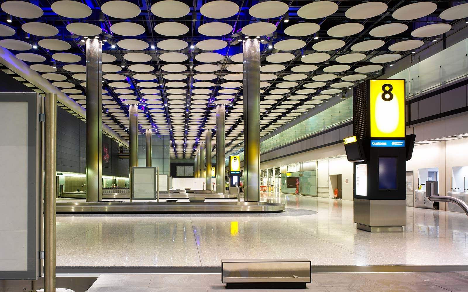 Terminal 5, Heathrow Airport, Hayes, United Kingdom, Architect Rogers Stirk Harbour + Partners, 2008, Terminal 5 Heathrow Construction Interior View - Baggage Reclaim Area In Arrivals. (Photo by View Pictures/UIG via Getty Images)