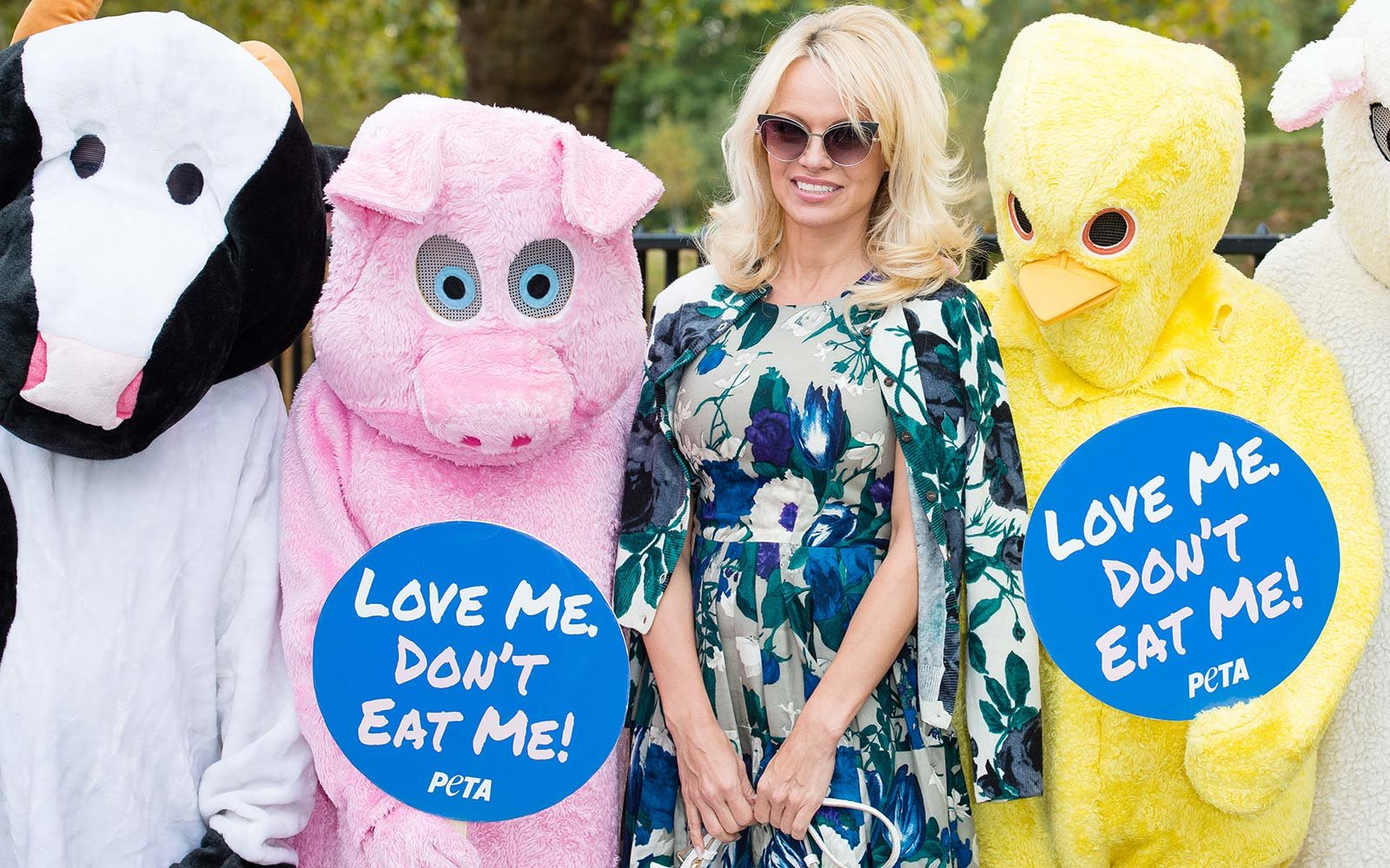 Pamela Anderson joins PETA to promote vegan food restaurant France