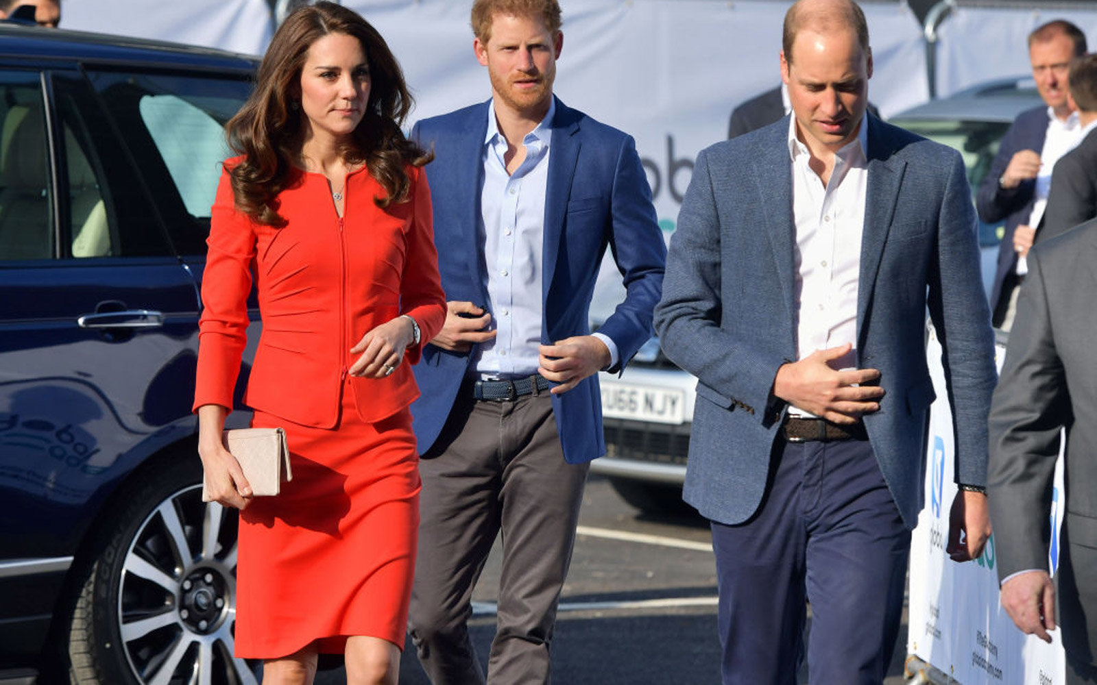 Britain's Catherine, Duchess of Cambridge, Britain's Prince Harry and Britain's Prince William, Duke of Cambridge arrive to open the Global Academy in Hayes, London on April 20, 2017, in support of the Heads Together campaign.  / AFP PHOTO / POOL / Domini