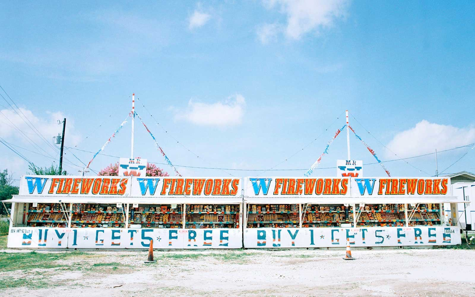 2-texas-fireworks-stands-matthew-johnson-TEX0617