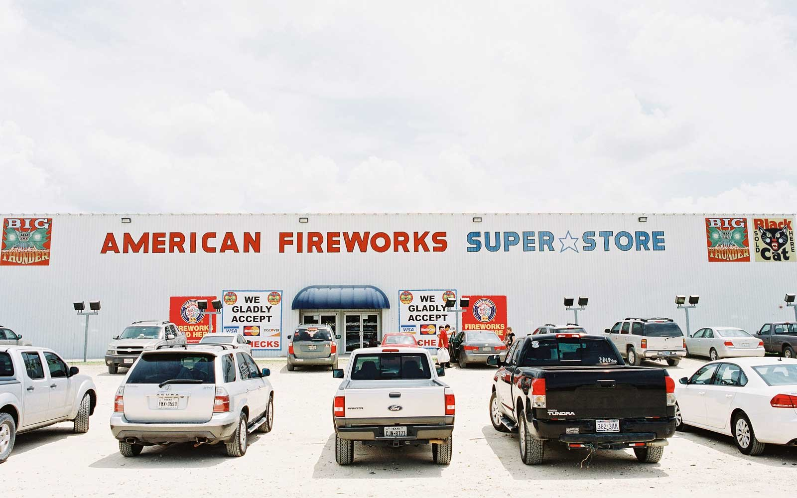 This is how Texans Stock Up on Fireworks for Independence Day