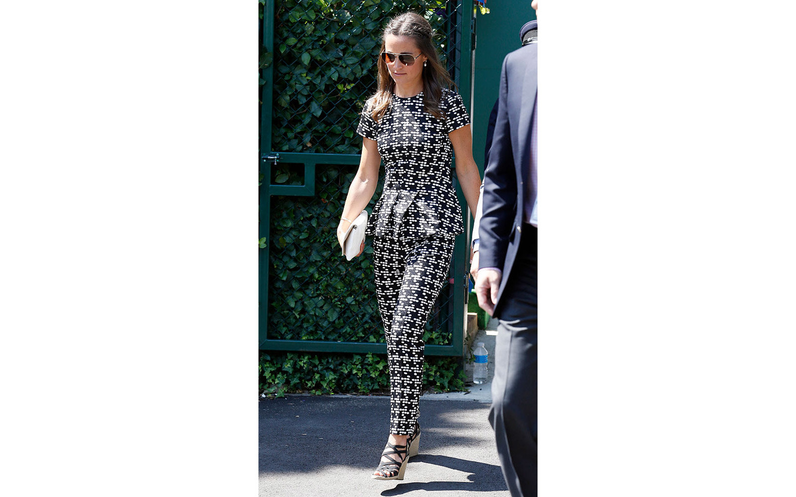 LONDON, UNITED KINGDOM - JULY 9:  Pippa Middleton seen arriving at Wimbledon on July 9, 2015 in London, England. Photo by Neil Mockford/Alex Huckle/GC Images)