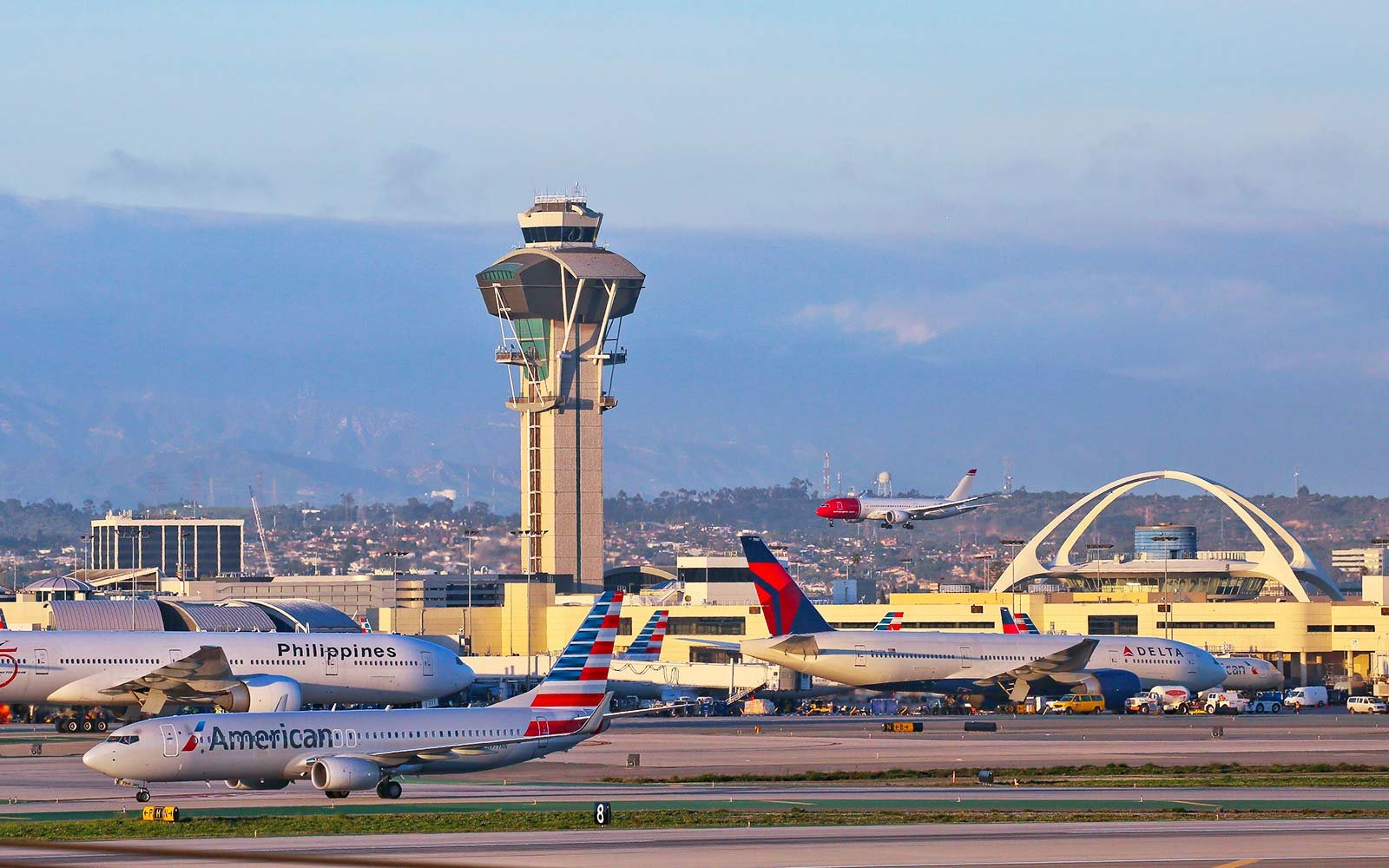 LAX Los Angeles airport airplanes United Delta American Airlines
