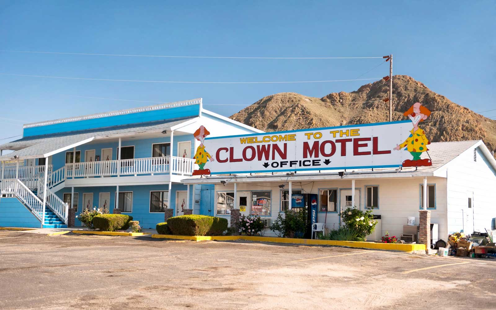 this creepy clown motel outside las vegas is now for sale. Black Bedroom Furniture Sets. Home Design Ideas