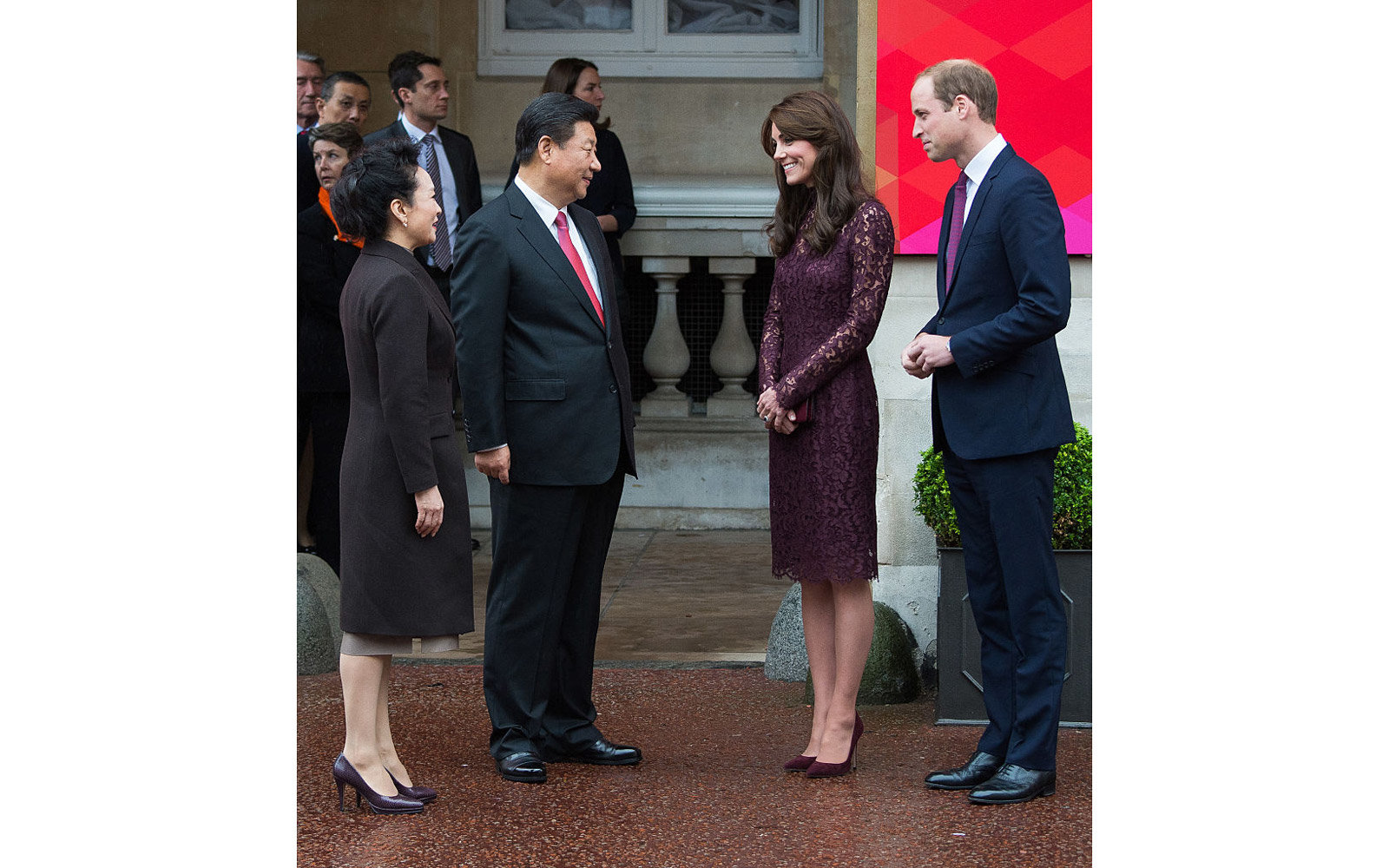 LONDON, ENGLAND - OCTOBER 21:  Prince William, Duke of Cambridge and Catherine, Duchess of Cambridge greet Chinese President Xi Jinping at a creative industry event to celebrate cultural collaboration between the UK and China at Lancaster House on October
