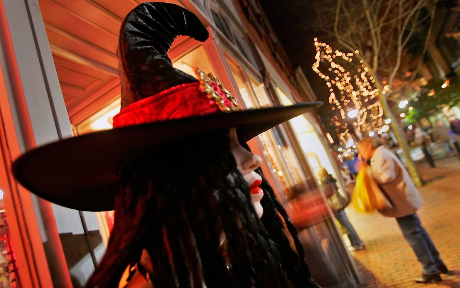 A Halloween costume witch Magic Tourism 1692 trials took place in Salem, Massachusetts. Thousands of tourists come to attend the large Halloween festival