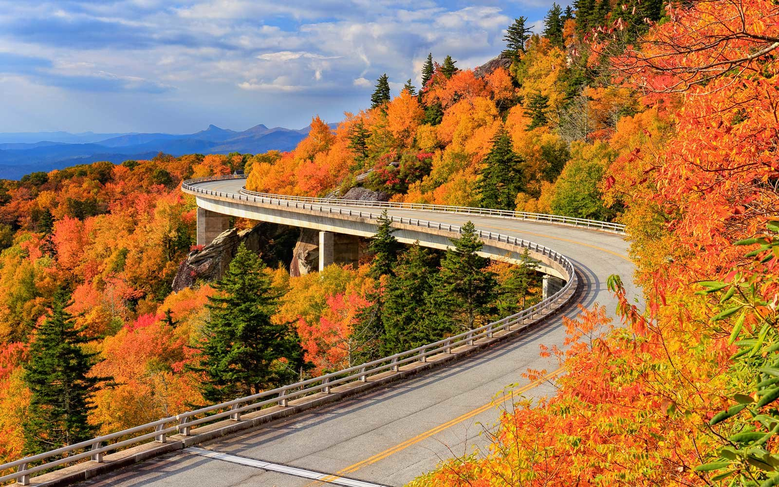 14 Fall Road Trips For Seeing The Best Fall Foliage And