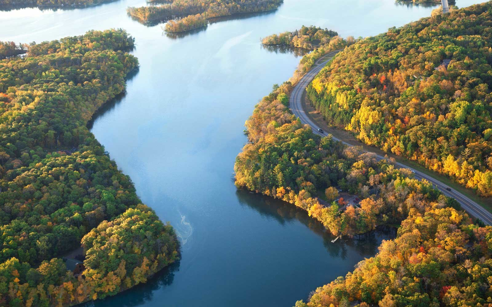 Drive the Great River Road along the Mississippi River