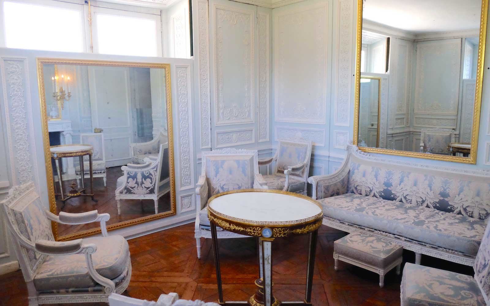 Marie Antoinette's Moving Mirrors