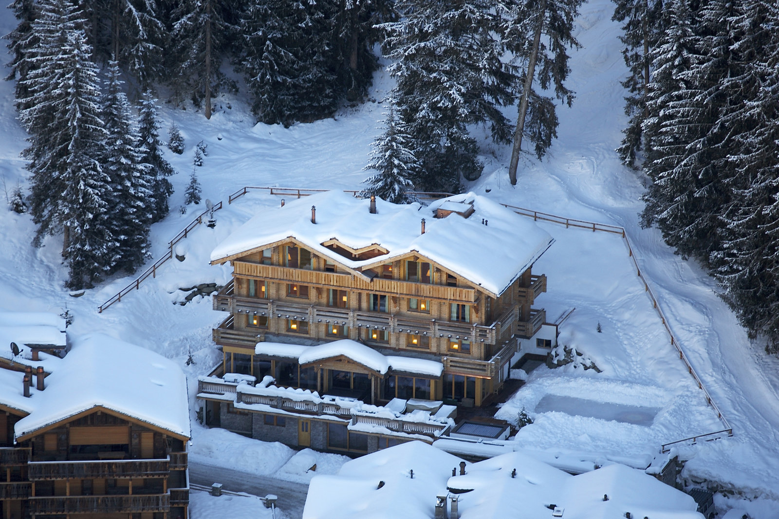 Richard Branson's Ski Chalet Is One of the Most Luxurious Ways to Visit  Switzerland