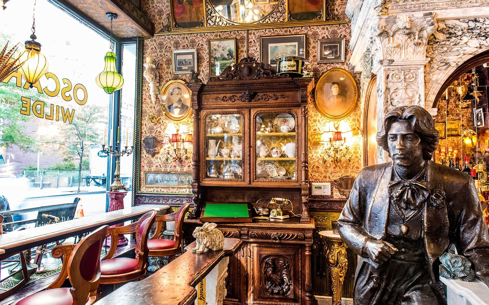 Oscar Wilde Bar New York City Longest Bar