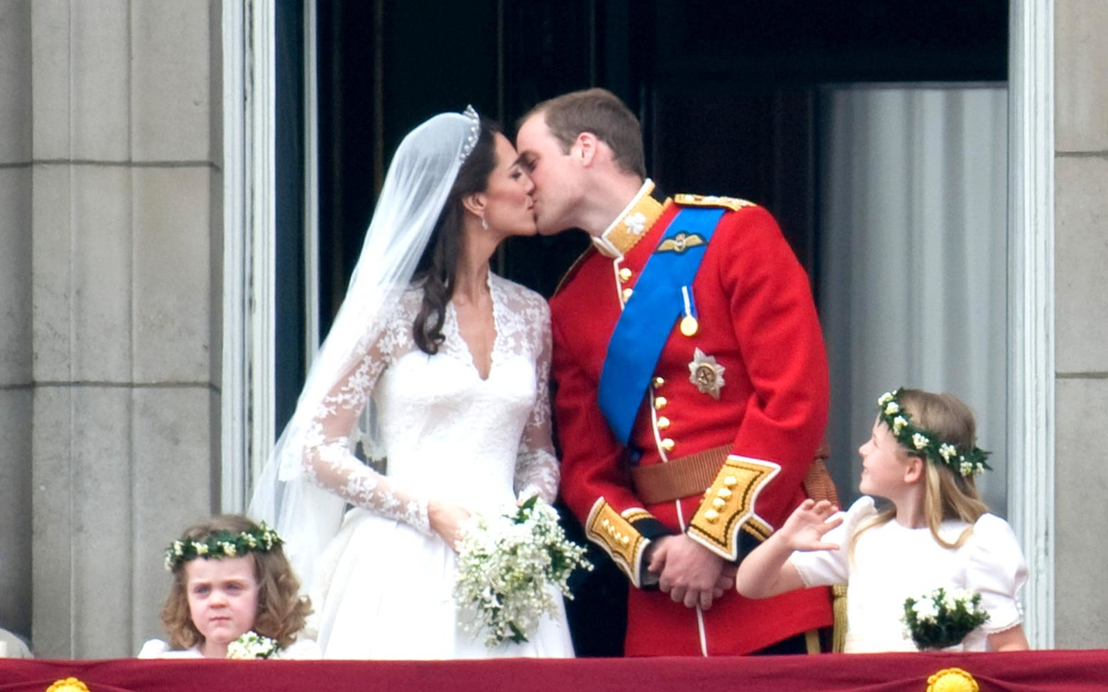 slice of prince william and kates wedding cake to be