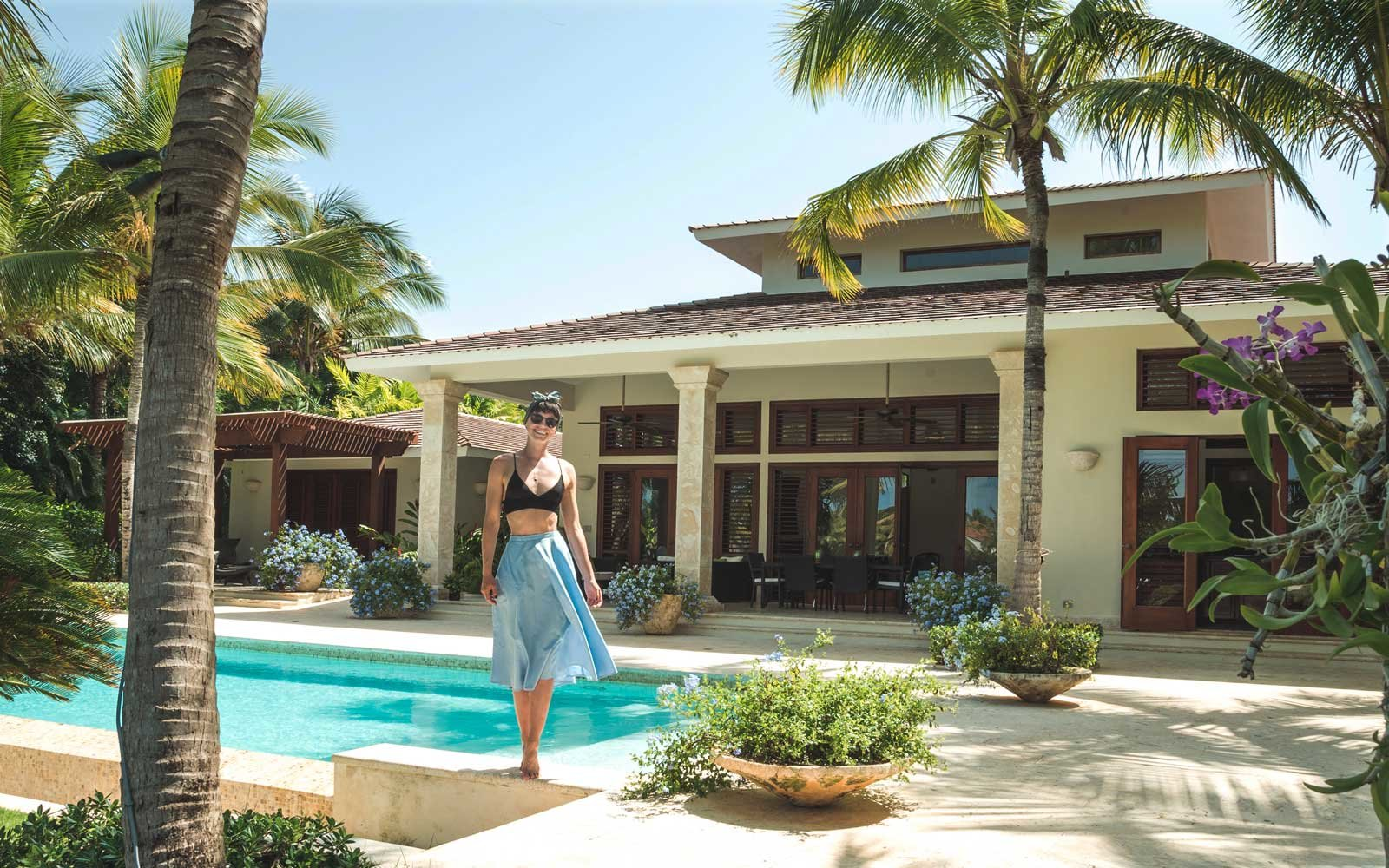 Sorelle Amore's Job Staying in Luxury Homes