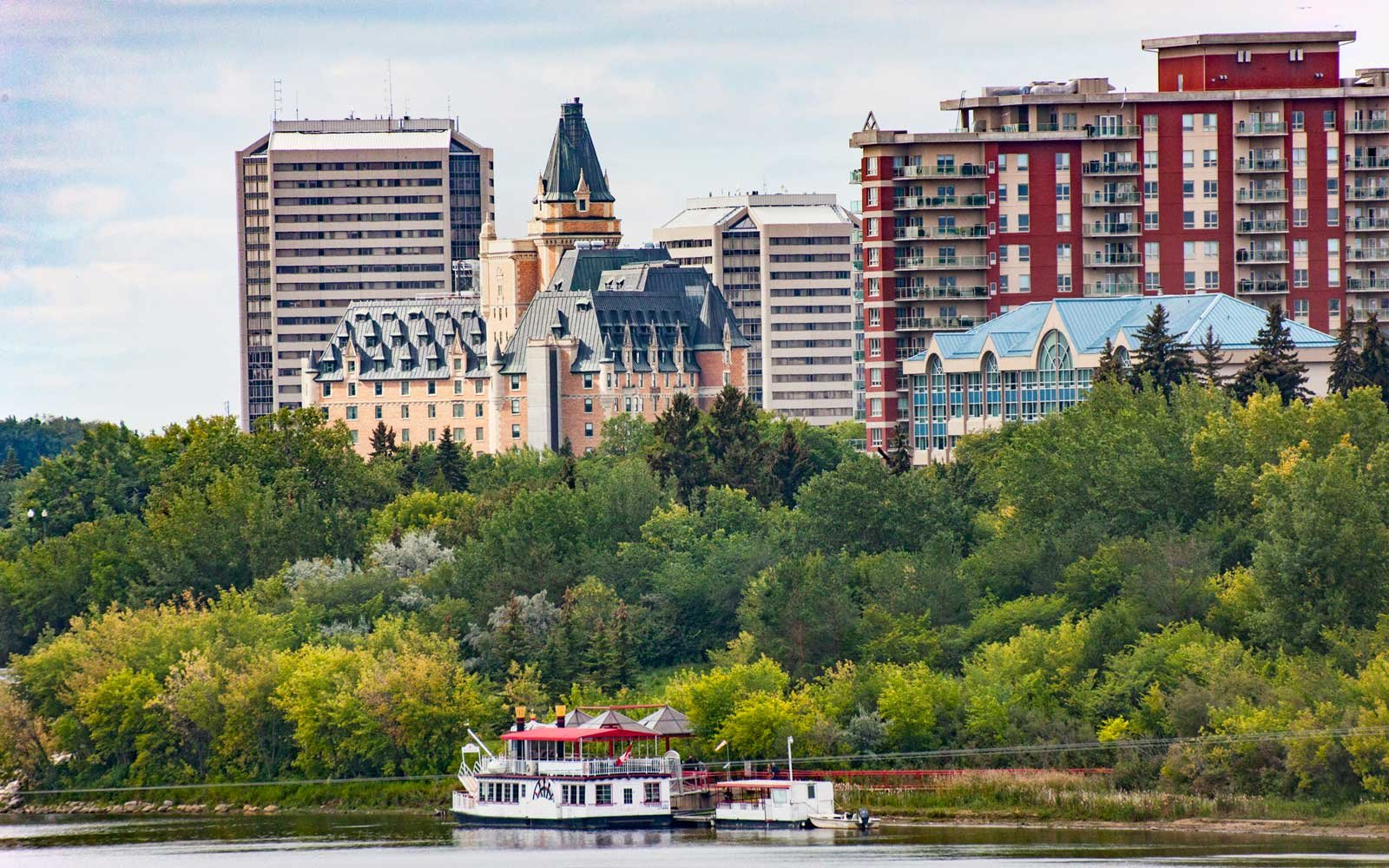 Horizontal image of Saskatoon cityscape along the South Saskatchewan River