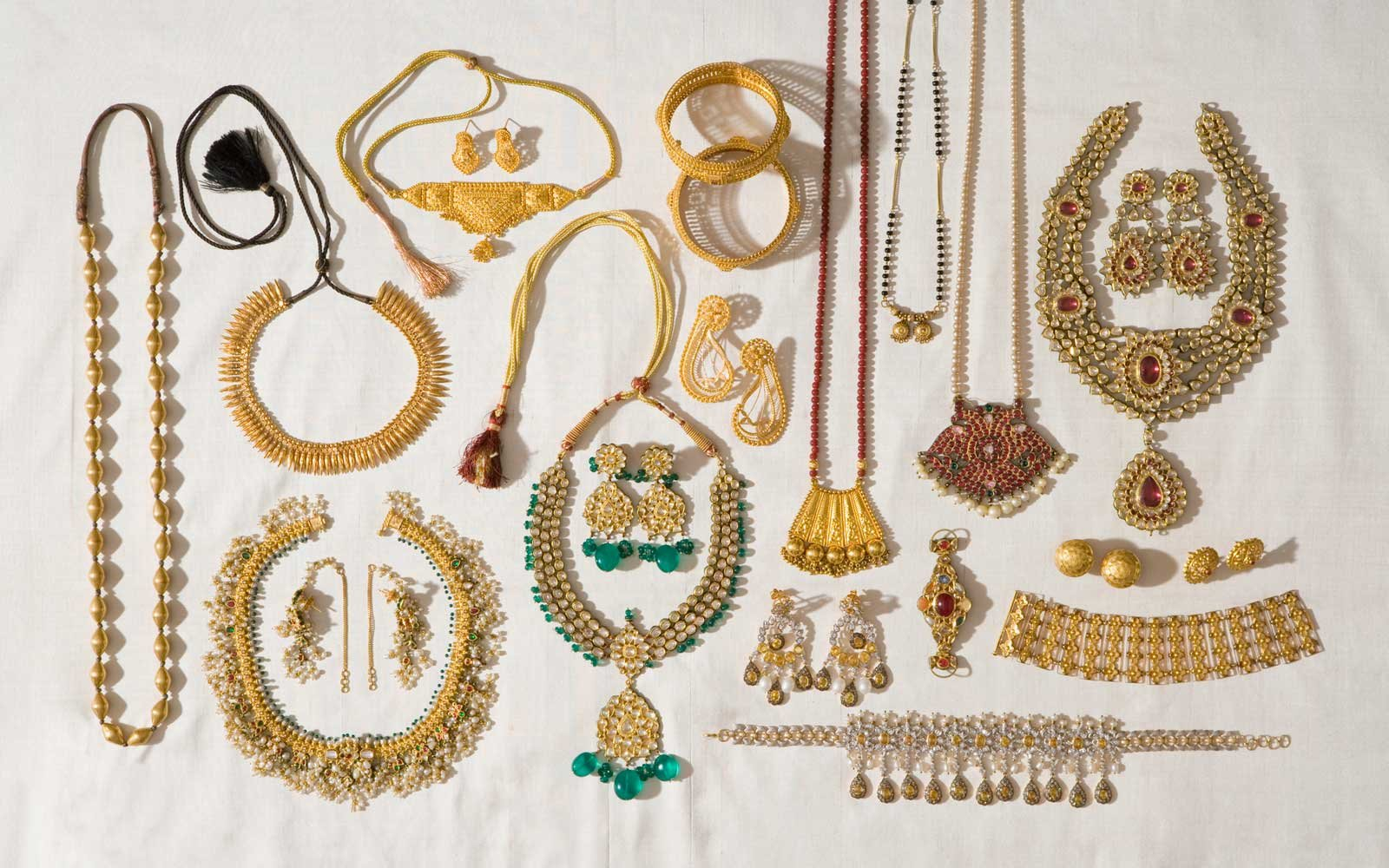 How to Keep Your Jewelry From Tangling While Traveling ...