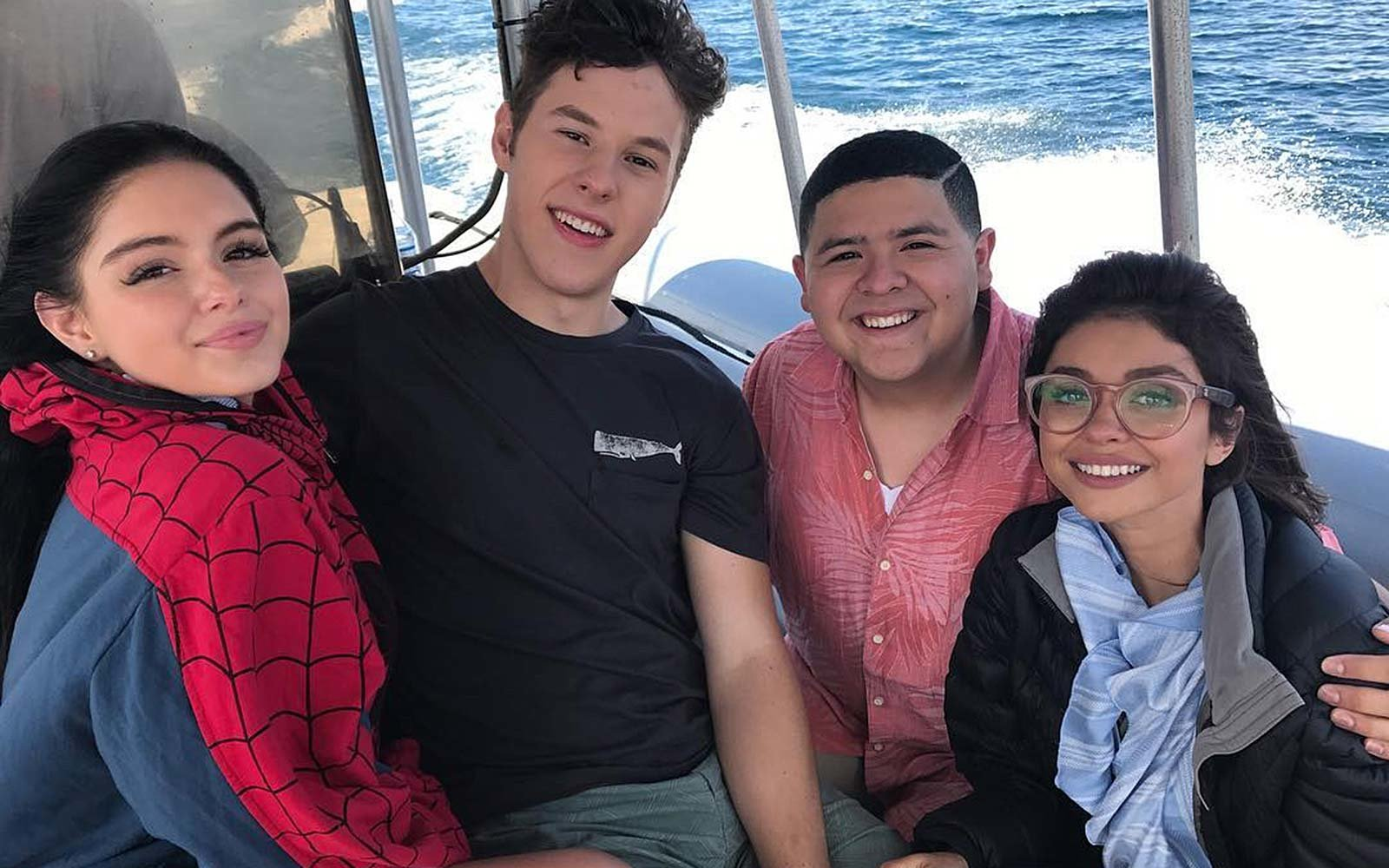 The Modern Family Cast Makes Work Look Like A Vacation