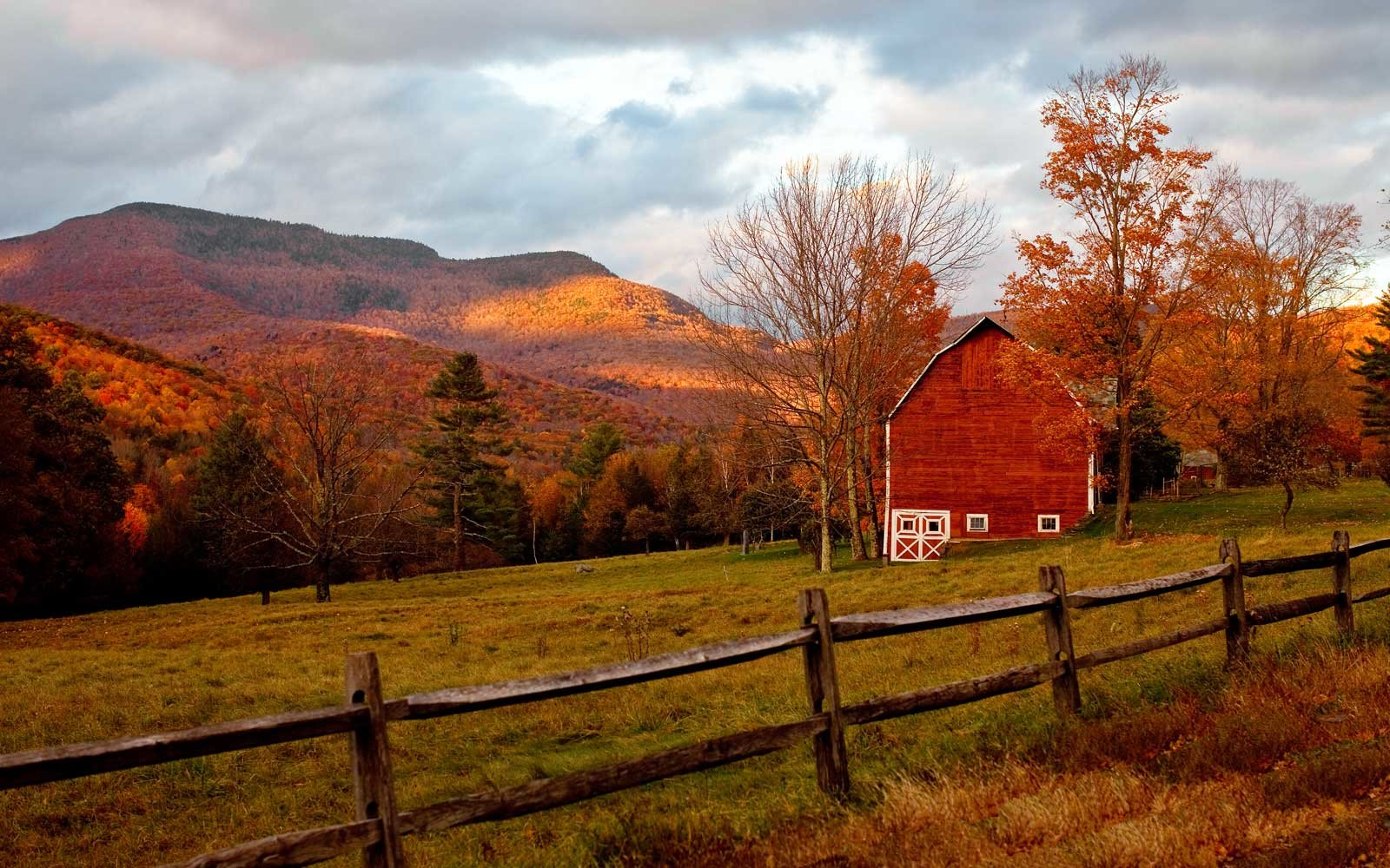 Barn in the Catskills in Fall