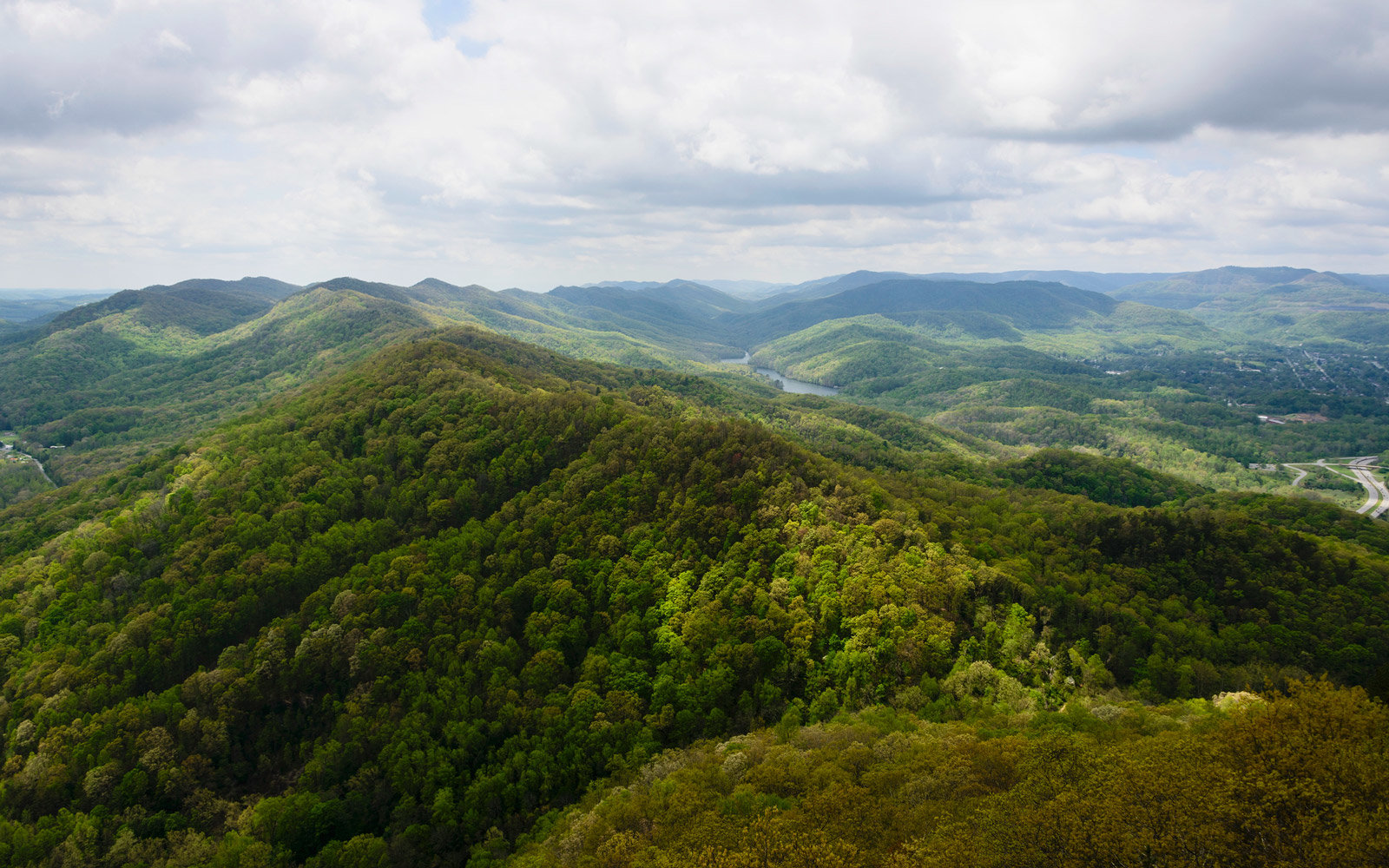 The view from Pinnacle Point in Cumberland Gap National Historical Park at the border of three states: Virginia, Tennessee, and Kentucky.