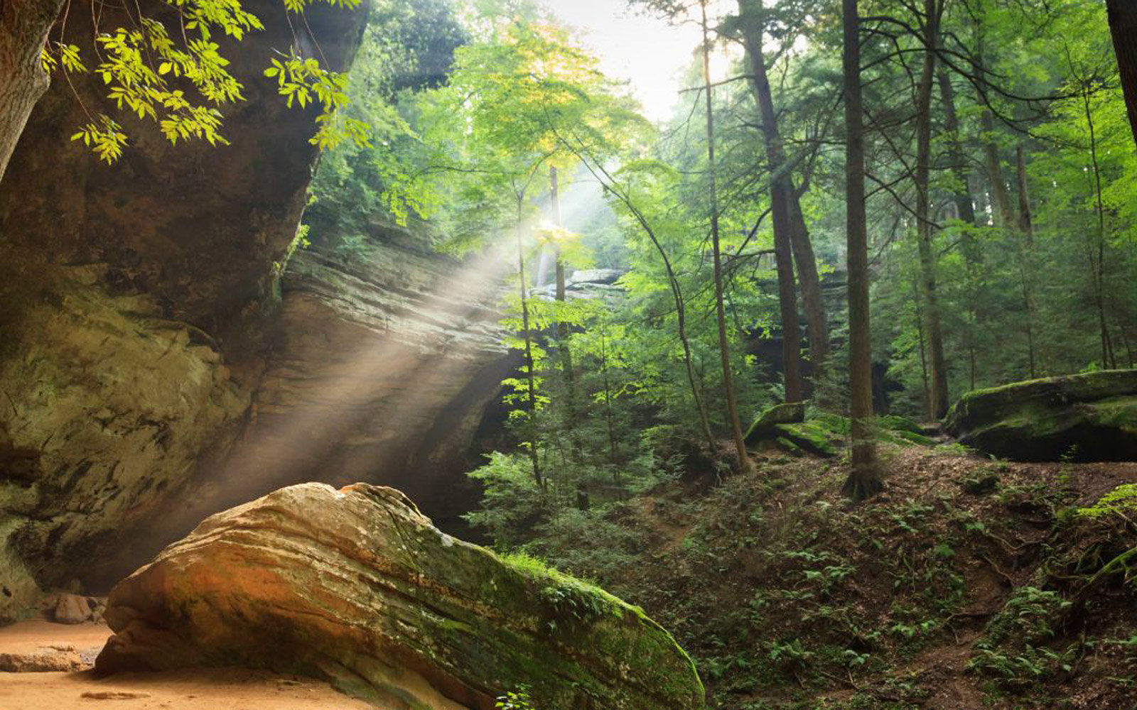 Ash Cave, Hocking Hills State Park, Ohio, USA. (Photo by: Jumping Rocks/UIG via Getty Images)