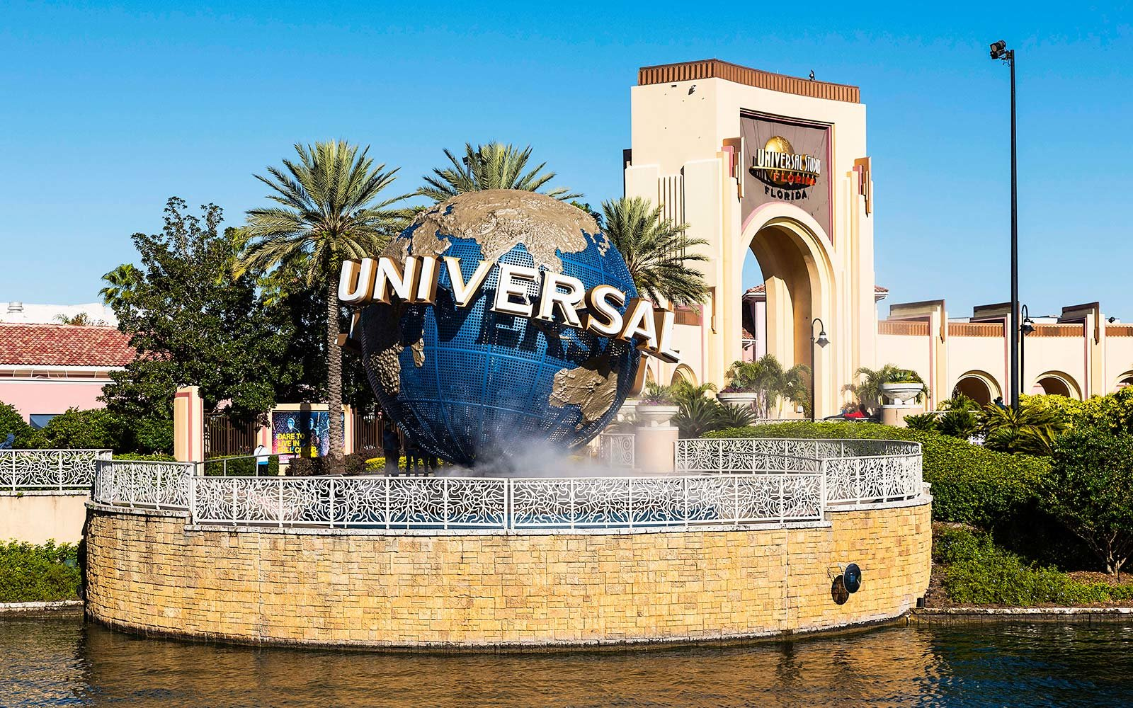 Disney World, Universal Studios, SeaWorld to Close Due to Hurricane Irma