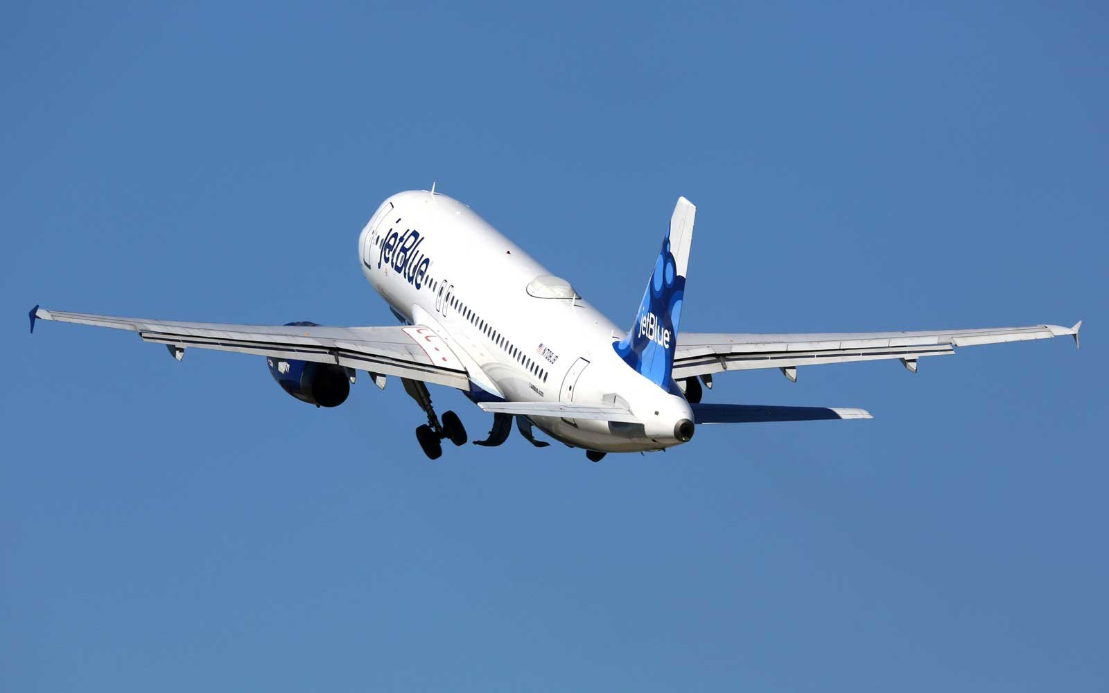 A Jetblue Airways Airbus A320 taking off from Fort Lauderdale Airport (FLL)