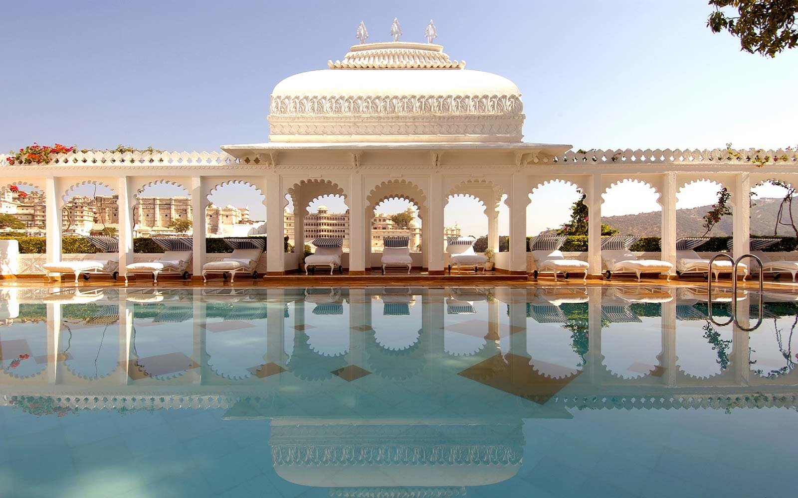 Taj Lake Palace Hotel Udaipur India Floating Lake
