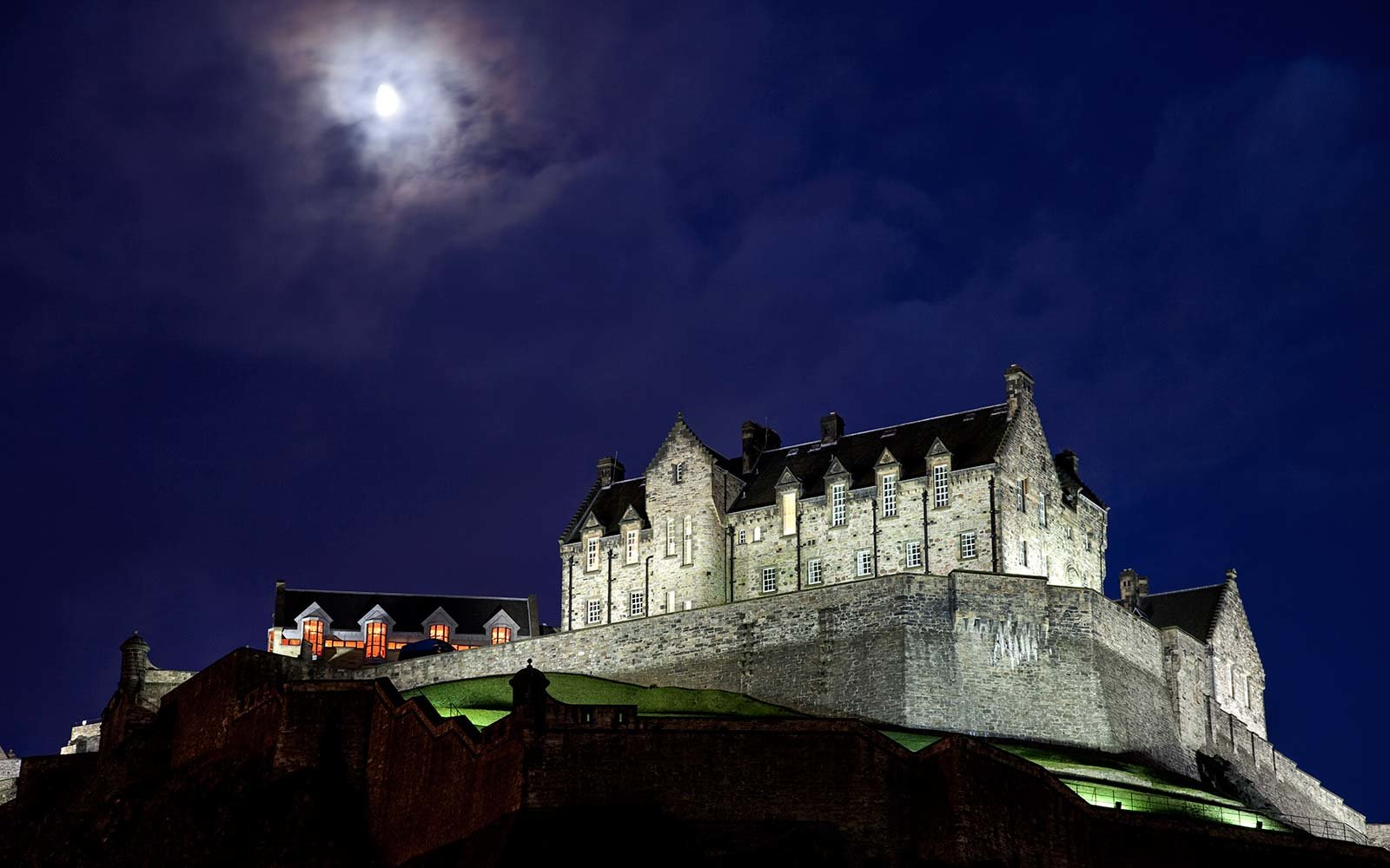 edinburgh-castle-scotland-HAUNTED0917.jpg