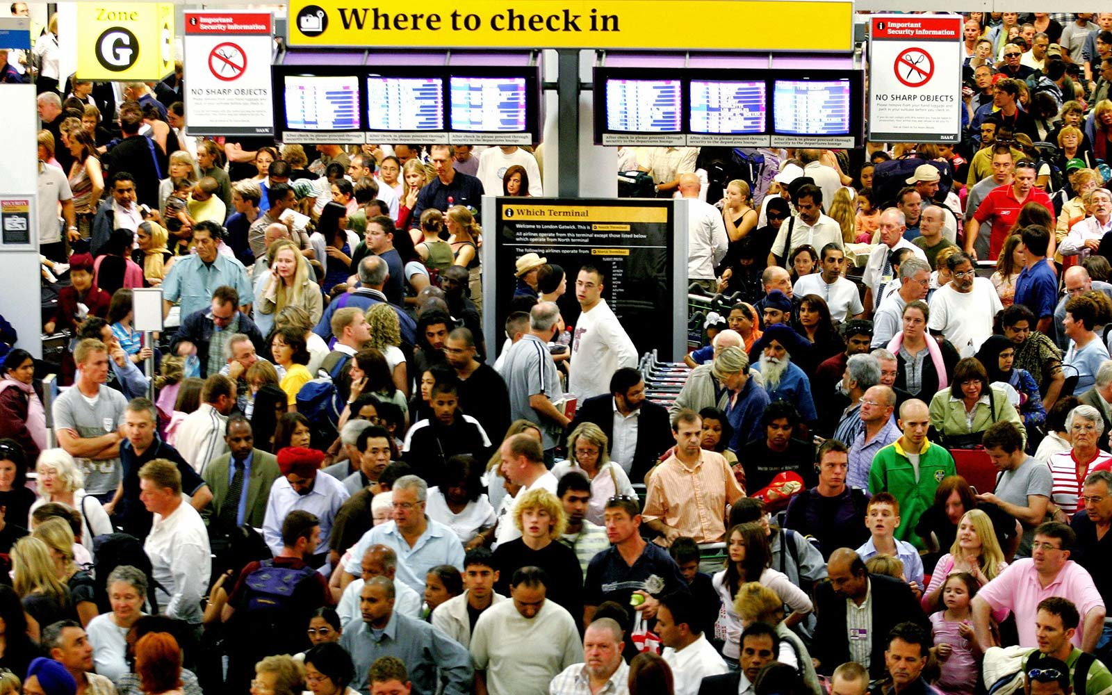 London Gatwick Airport Amadeus Computer Shut Down Crowds