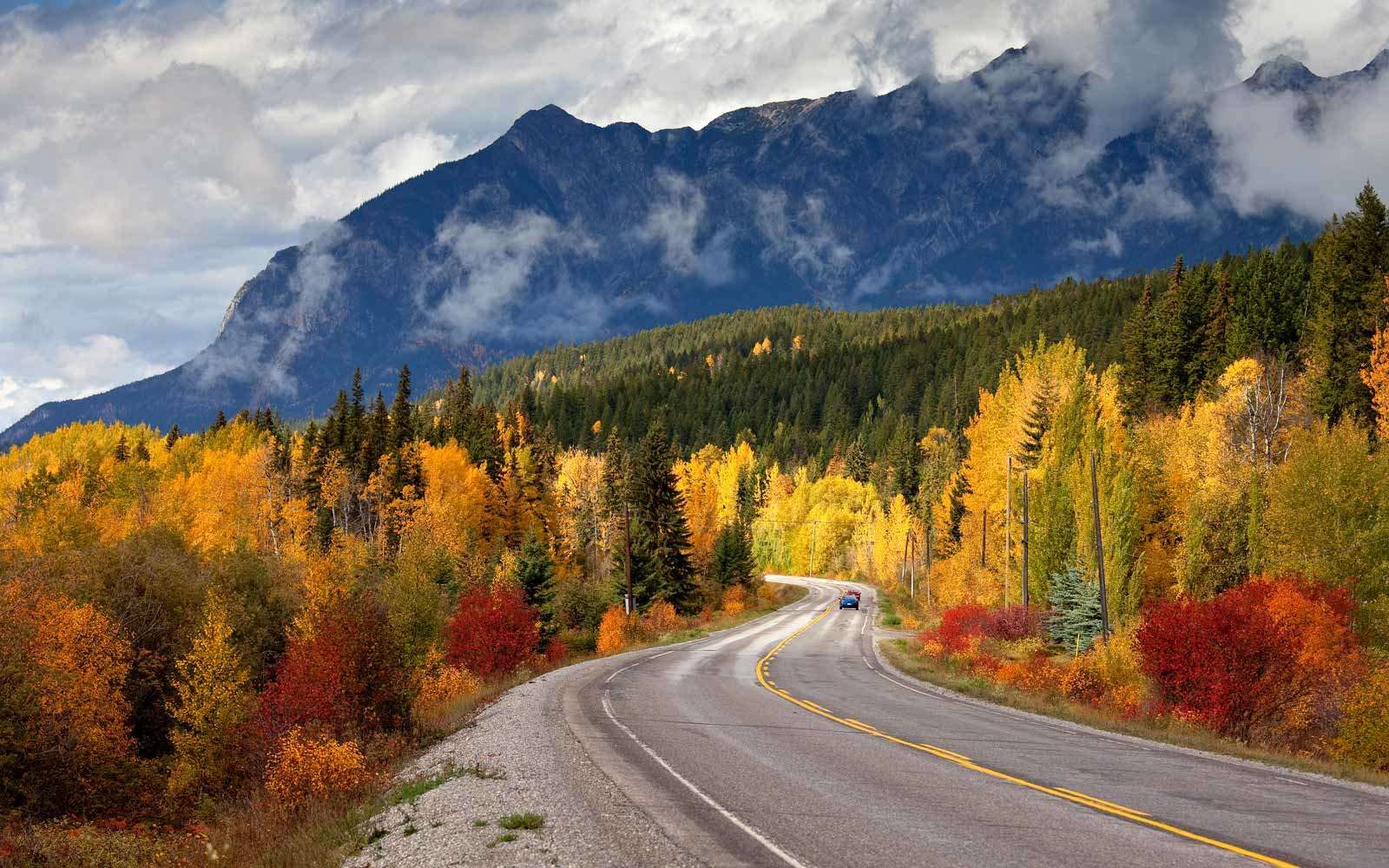 Fall colors along Canadian Hwy 1 into Golden, BC
