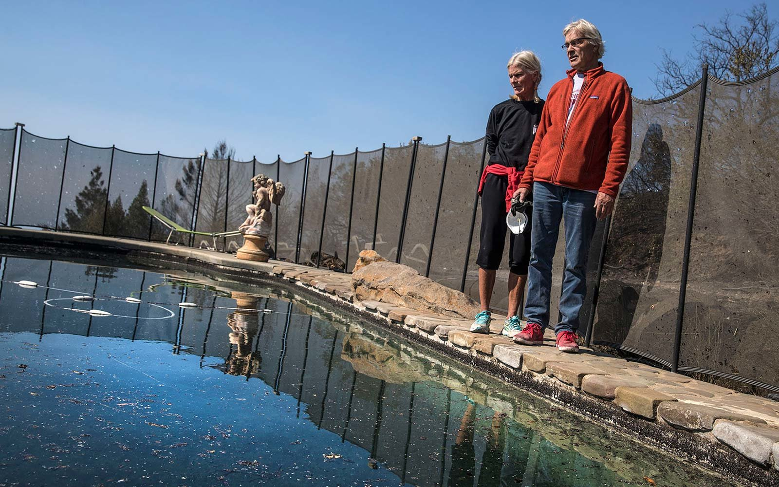 John and Jan Pascoe survive california fire in swimming pool Santa Rosa