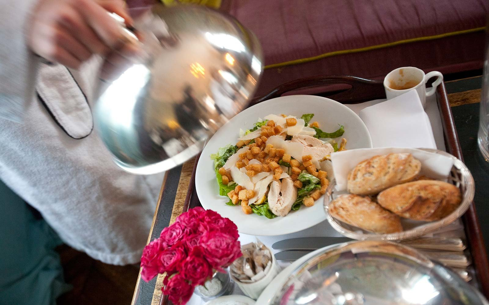 Room Service: Hotel Room Service Dishes To Avoid, According To A Hotel