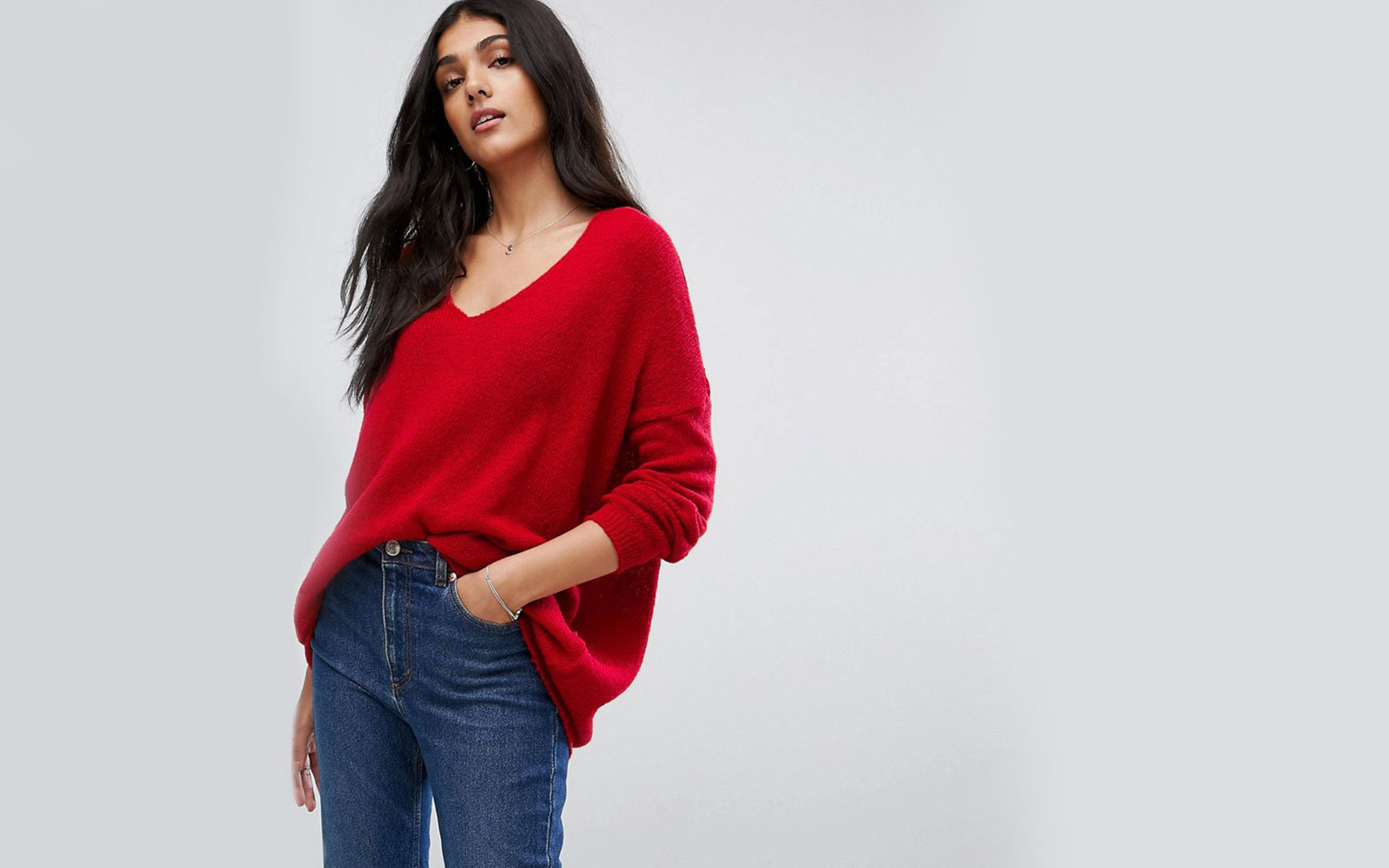 Sweater in Oversized with V-Neck