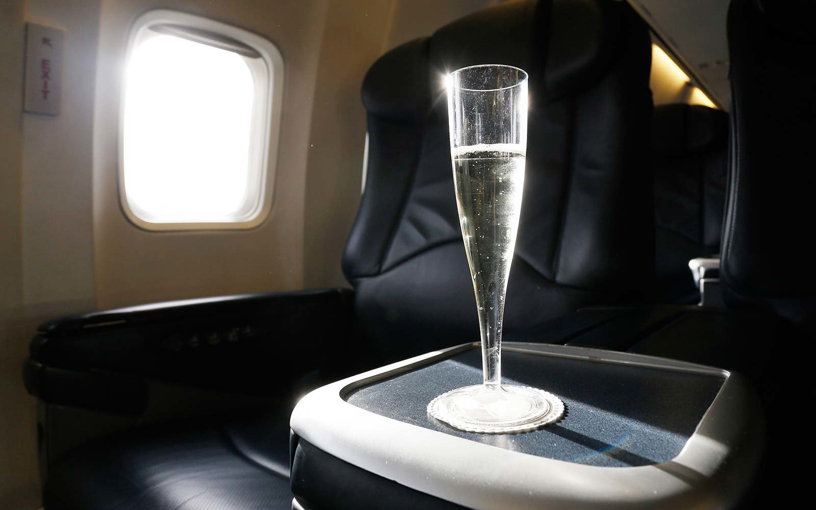 airplane champagne sparkling wine prosecco flight