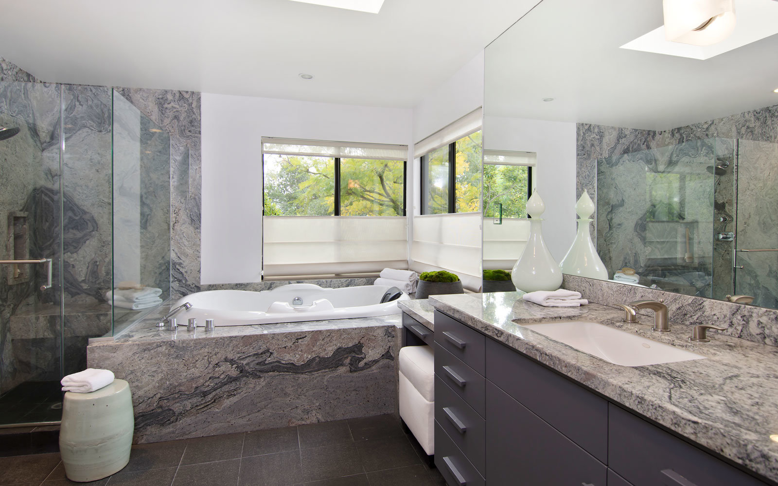 beverly hills rental bathroom