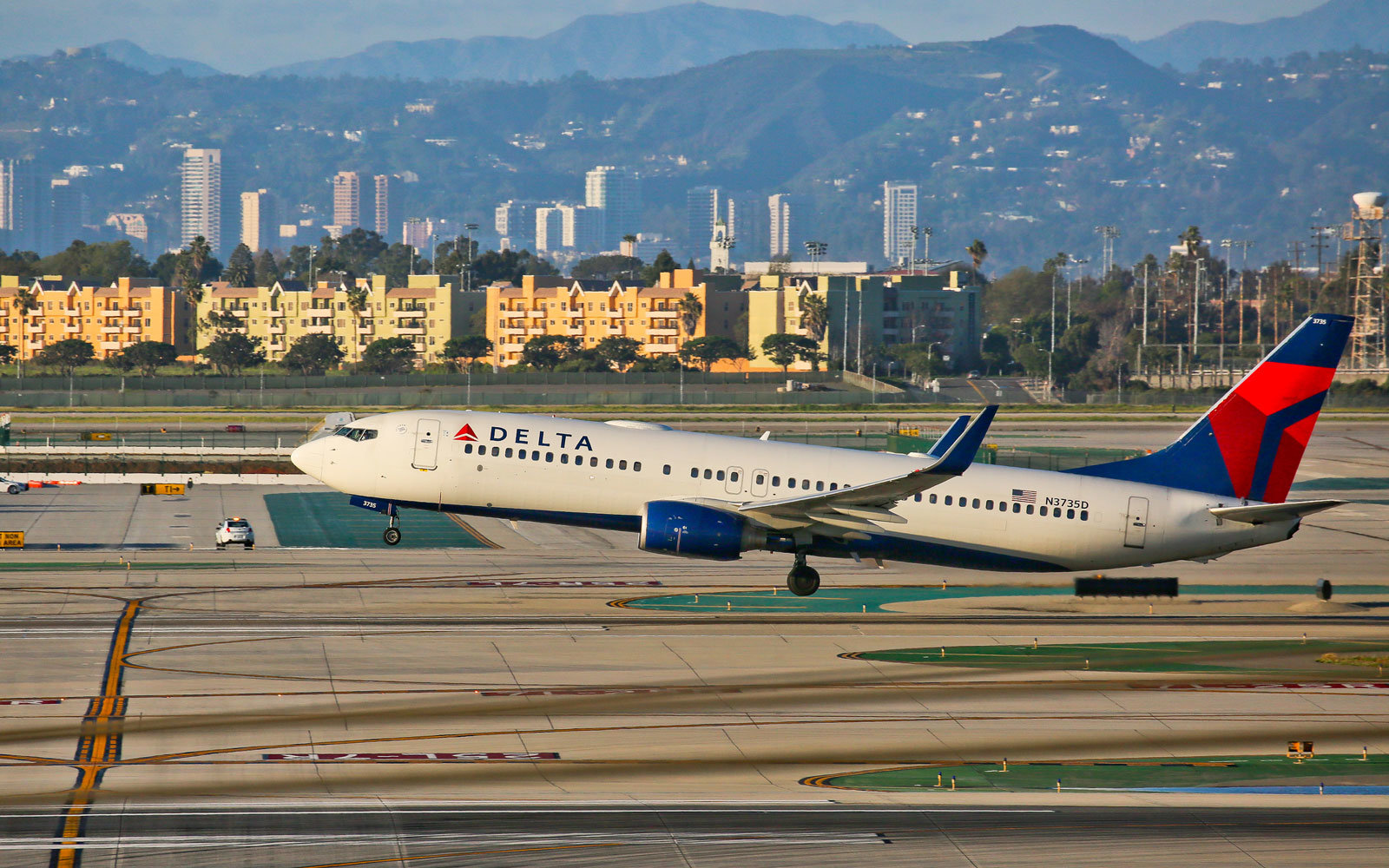 Delta to hire more than 1000 flight attendants