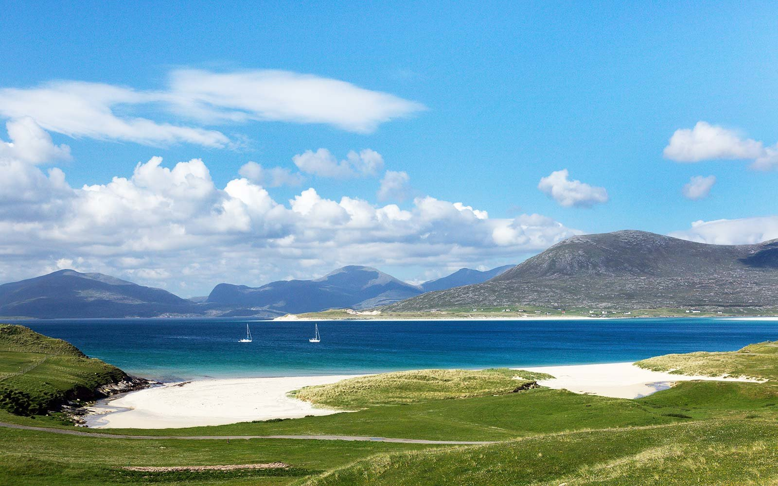 white sand beach luskentyre harris scotland