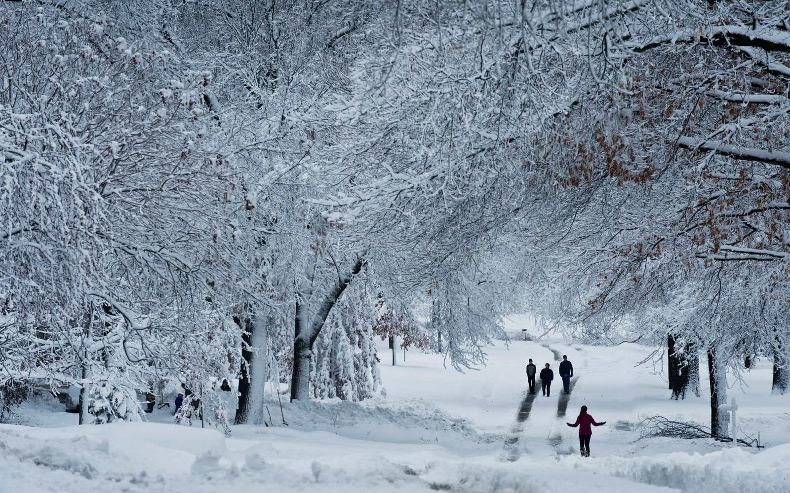Forecasts Predict Winter 2017 Will Arrive Late And Leave