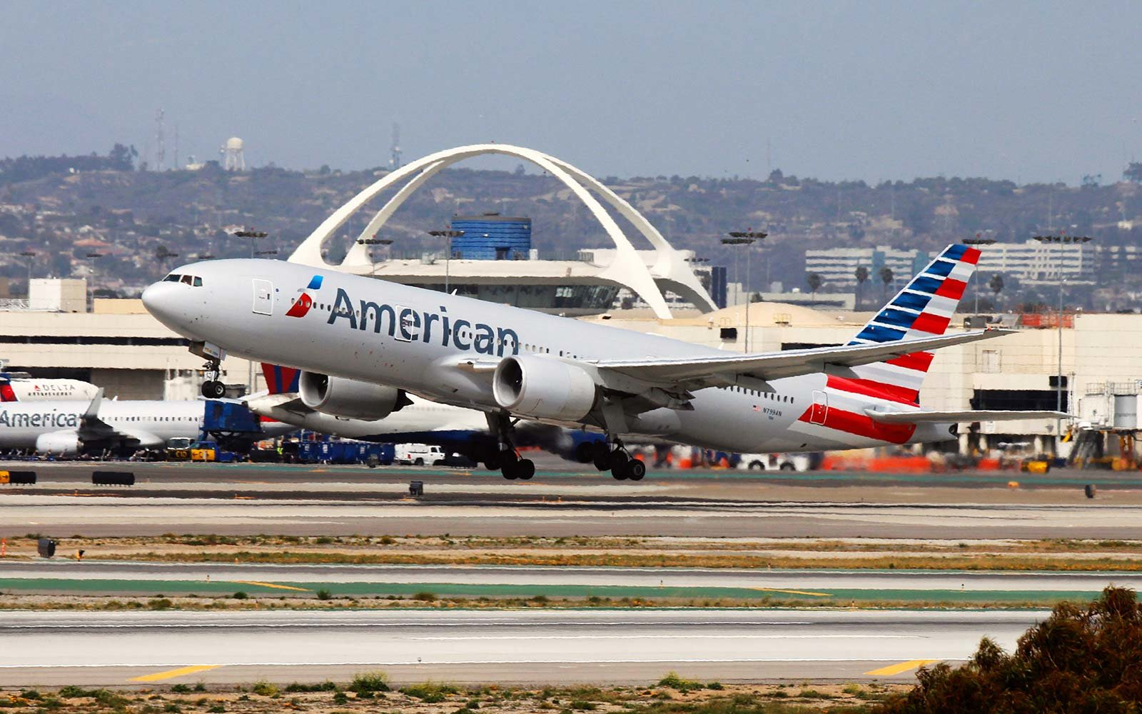 american airlines boeing 777 airplane airport