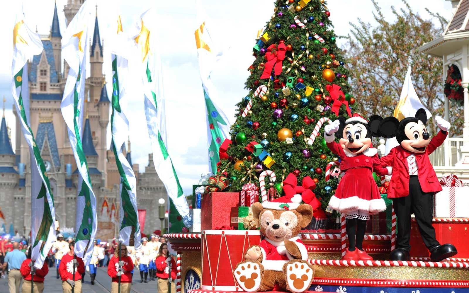 See How Disney World Decorates For The Holidays On A